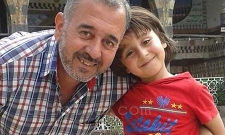 اسامه، مربی فوتبال سوریه مهاجری که با لگد خبرنگار مجاری زمین خورد