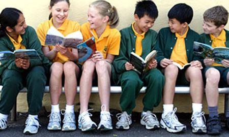 چگونه می توان به فرزندمان برای مبارزه با چالش های مرتبط با تعویض مدرسه دراسترالیا کمک کنیم؟