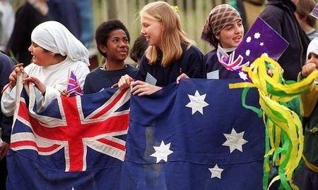 متولدین استرالیا کمتر از مهاجران در استرالیا نسبت به آینده خوش بین هستند