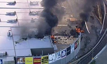 سقوط هواپیما در مرکز خرید شهر ملبورن استرالیا
