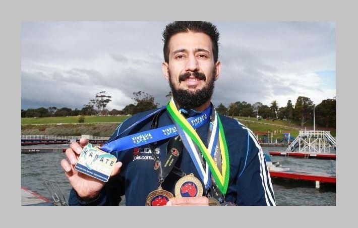 """گفتگو با """"همایون حاتمی"""" پناهجوی ایرانی که یکی از بالاترین نشان های شجاعت در استرالیا را دریافت نمود.  اوهمچنین یکی از قهرمانان رشته کاراته میباشد.  / رادیو نشاط...رضا سمامی"""
