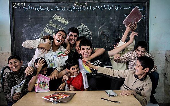 داستان کوتاه و آموزنده/ بچه که بودم...نوشته حسین حائریان ...با صدای محمد موسائی