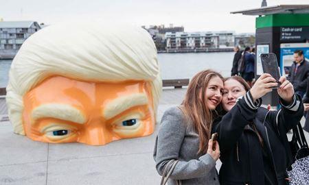 """مجسمه ای از کله """"دونالد ترامپ"""" در سیدنی استرالیا"""