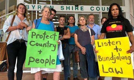 خشم اهالی Byron Bay استرالیا از تصمیم  حفظ ساحل برهنگان