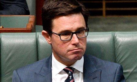 افشای مالکیت سهام Woolworths توسط وزیر کشاورزی استرالیا پس از انتقادات شدید او از دو غول Coles و Aldi