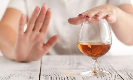 هشدار محققان استرالیا : بانوان چاقی که مشروبات الکلی مصرف می کنند، مراقب سرطان سینه باشند