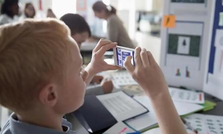 استفاده از تلفنهای همراه در مدارس دولتی ایالت ویکتوریا ممنوع میشود
