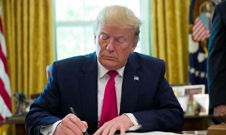 ترامپ ورود مقامهای ارشد حکومت ایران و وابستگانشان را به آمریکا ممنوع کرد