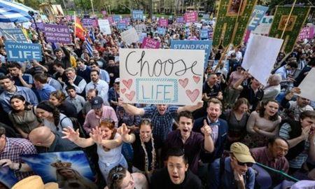 """در کل استرالیا """" سقط جنین"""" قانونی شد"""