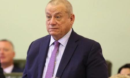 عذرخواهی پیتر راسو(Peter Russo) نماینده حزب کارگر بخاطر استفاده از کلمات رکیک در پارلمان