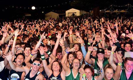 شهر گلدگوست پرطرفدارترین مقصد برای برگزاری جشن اسکولیز (Schoolies) در استرالیا