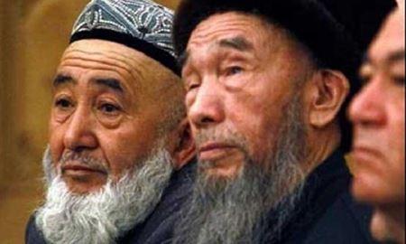 زندانی کردن شخصیتهای مذهبی ایغور توسط چینیها