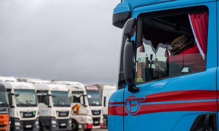 کمبود راننده کامیون در بریتانیا و آلمان و قفسههای خالی سوپرمارکتها