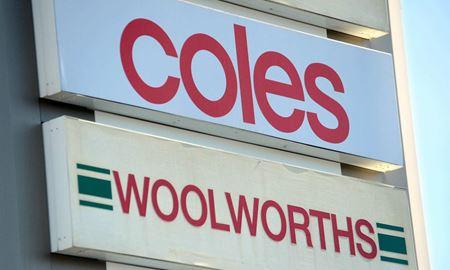 تزریق واکسن به کارکنان فروشگاههای کولز و وول وُرت اجباری شد